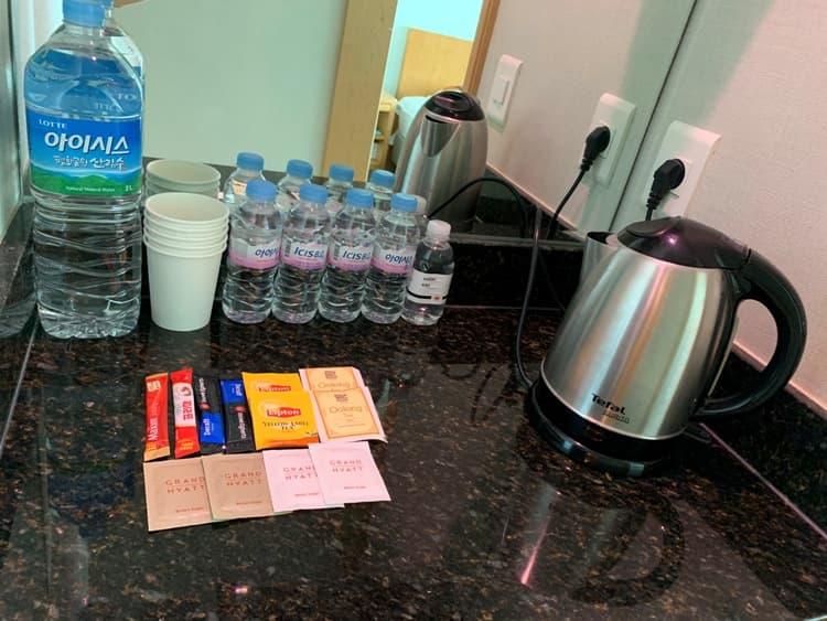 Photo Credit: A kettle, bottles of water, @tiffany.ironfan's Instagram